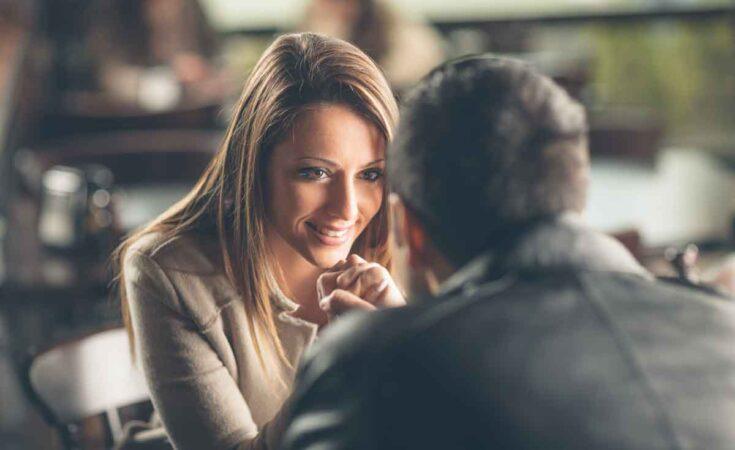 intiem gesprek op date